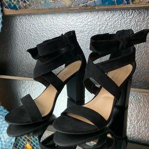 Black Lauren Conrad faux suede block heel!